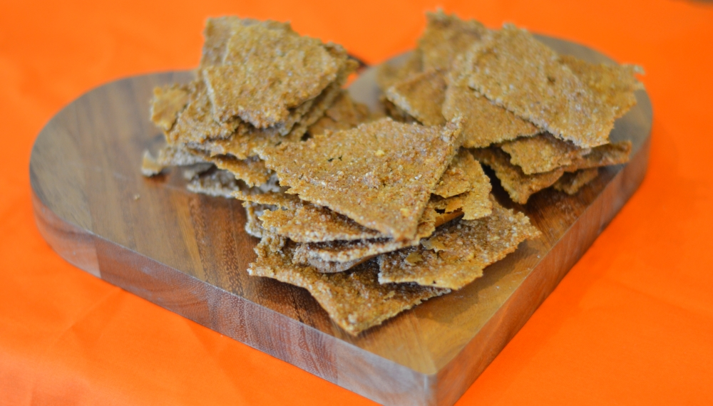 Dehydrated raw crackers